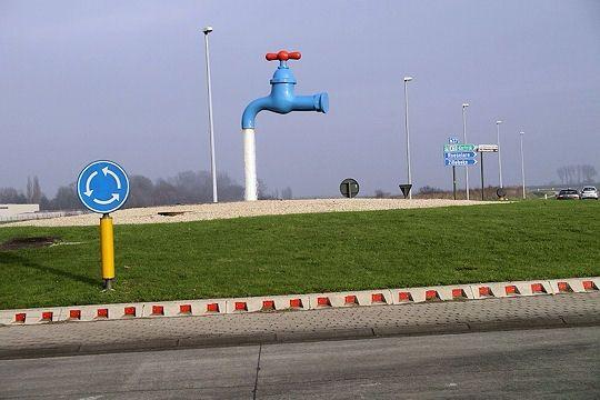 Rond-point à Yper, Belgique.
