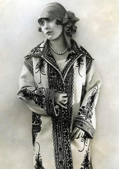 """A coat from the collection of the Parisian fashion summer of 1927. The designers opt for Romanian motifs as applications on wool and silk fabrics."""