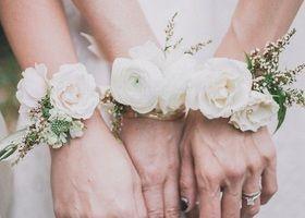 花嫁もブライズメイドもリストレットブーケがおしゃれ