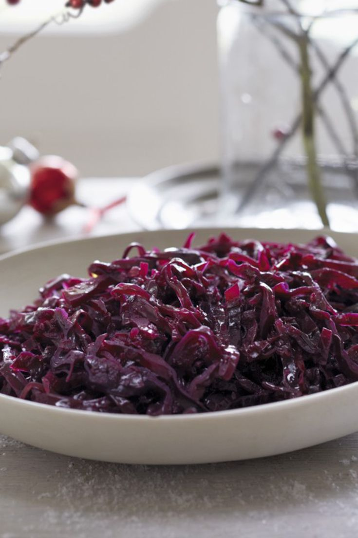 This recipe for braised red cabbage with apple can be made the night before so you can save time on Christmas Day. This recipe also works really well on Boxing Day with cold cuts of meat.