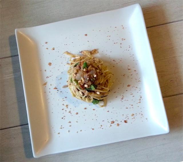 Spadellatissima!: Spaghettata alle alici e fiori di zucca http://www.spadellatissima.com/2013/06/tutti-da-me-sabato-sera-2-spaghettata.html