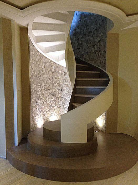 Le scale elicoidali si inseriscono perfettamente nellambiente in cui ...