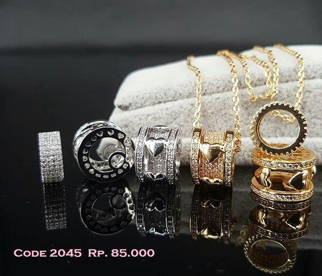 """""""Perhiasan Lapis emas 18K dan emas putih dengan batu permata kualitas premium grade AAA+ yang biasa dipakai ditoko emas sebagai penganti berlian asli. sangat aman utk kulit sensitif dan tidak gatal atau berkarat  ORDER: Line: @yennylabloom (pake @) BBM: D9167B51 WhatAppL 0895 3927 62225  #fashion #pendant #love #emas #beautiful #shopping #beauty #cute #pretty  #photooftheday  #accessories  #necklace  #bracelet  #jewellery #tagsforlikes #gold #ring #earrings #jewels  #handmadejewelry #diamond…"""