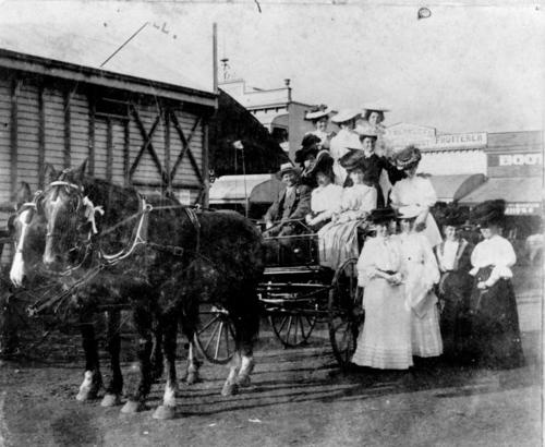 Abraham Mills and a buggy load of women, Boonah, 1907  Sheridan