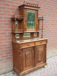 Hollands Bonheur kast Mahonie kast van ca.1850 Bonheur bestaat uit twee delen. Kast is in nette staat. Hoog 195 cm. breed 105 cm. diep 45 cm. € 375,