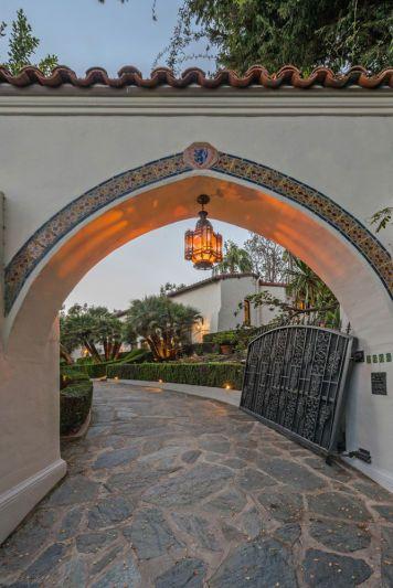 Robert Pattinson's Spanish Colonial Home in Los Feliz, CA - Driveway