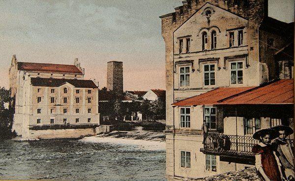 Formankuv mlyn a na protejsim brehu mlyn Radimskych 1925(rok pred vyhorenim mlynu Radimskych) fotokolin.cz