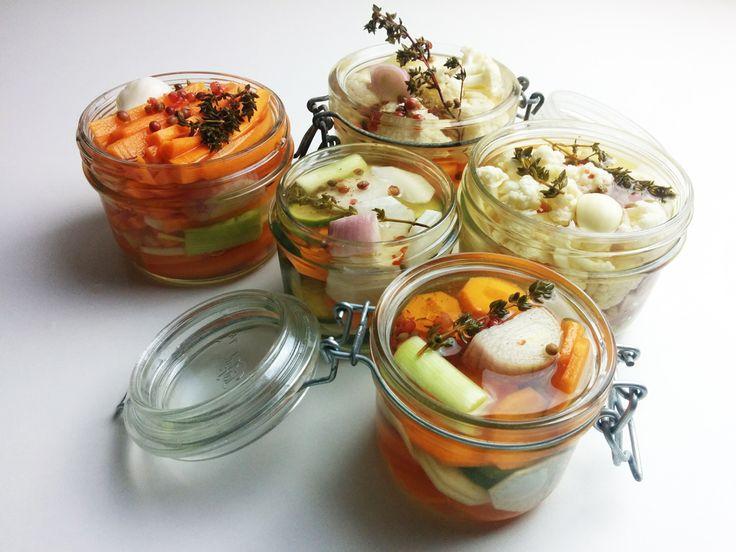 Comment faire des pickles de légumes ? Voici une recette très simple pour savourer choux-fleurs, carottes, radis et concombres différemment !