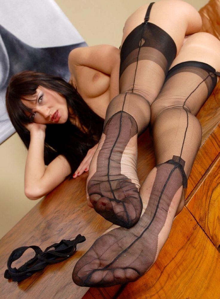 fully fashioned nylon feet