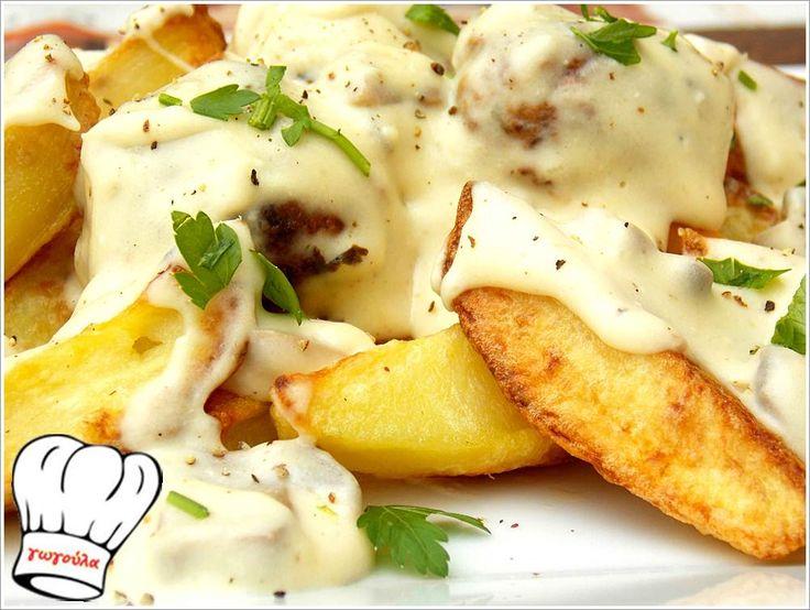 Κεφτεδακια με υπεροχη λευκη σαλτσα φετας,πατατες σαν τηγανιτες και μακαροναδα. Οπως και να τα γευτειτε το αποτελεσμα θα ειναι εξισου πεντανοστιμο. <strong>Απολαυστε τα!!!</strong>