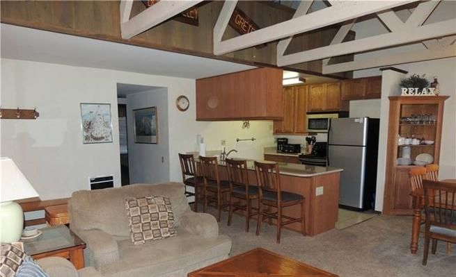 3-Bedroom Condo with Fireplace & Mountain View -VaycayHero