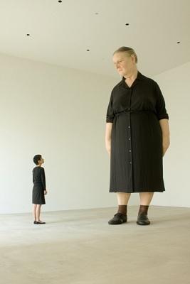 """「スタンディング・ウーマン」    ロン・ミュエク(オーストラリア)  """"Standing Woman""""   Ron Mueck   -Australia-    Towada Art Center"""