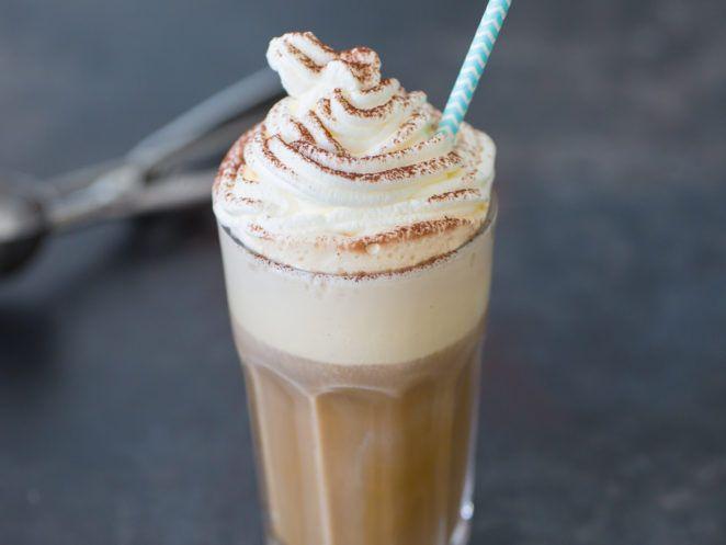 Klassischen Eiskaffee selber machen