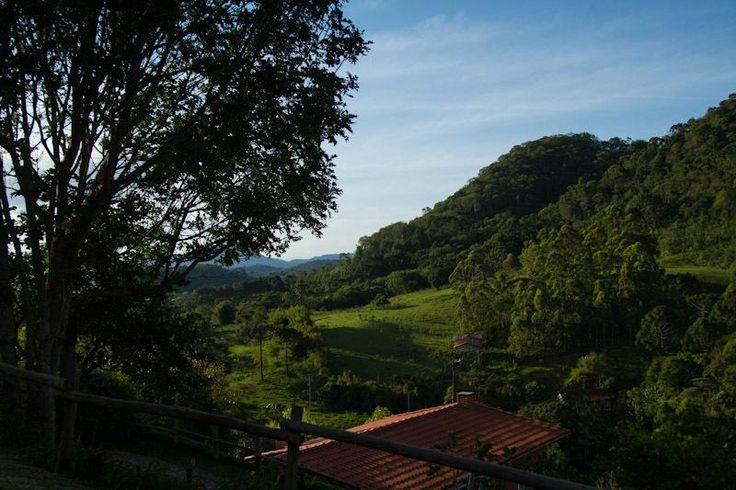 R$250 Situado na região com natureza exuberante de Santo Antônio do Pinhal, a Pousada Vale das Araucárias dispõe de vista impressionante das montanhas.