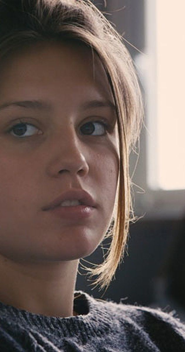 Adèle Exarchopoulos, Actress: La vie d'Adèle - Chapitres 1 et 2. Adèle Exarchopoulos is a French actress with partially Greek roots (her grandfather was Greek). She was born in Paris, France. Her mother, Marina (Niquet), is a nurse, and her father, Didier Exarchopoulos, is a guitarist. At the age of 9 she started acting and watching movies. As she said on the French newspaper L'Express, she started taking acting lessons because she likes disguising. At the age...
