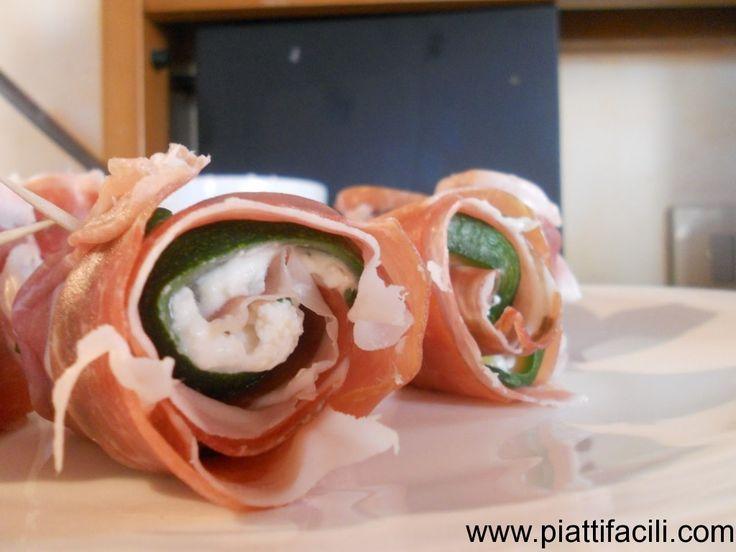 Involtini di prosciutto crudo, zucchine e robiola al basilico