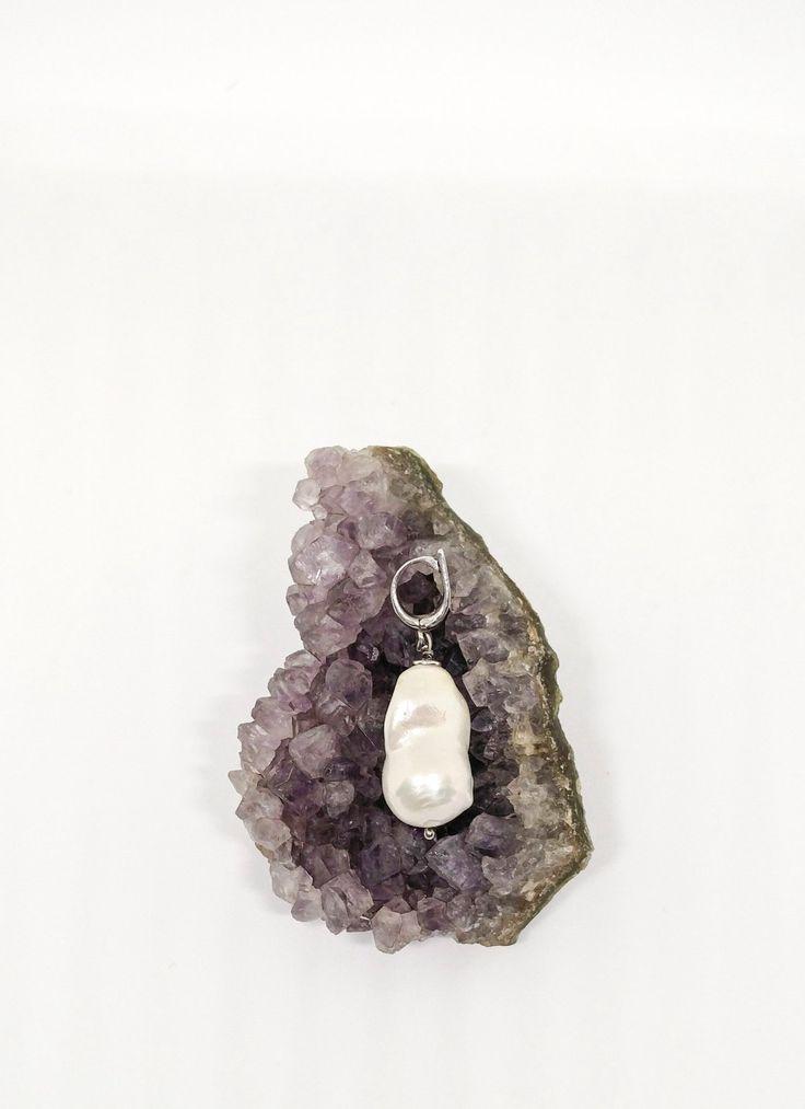 Ciondolo in argento 925 rodiato con perla barocca di Lithodoracapri su Etsy