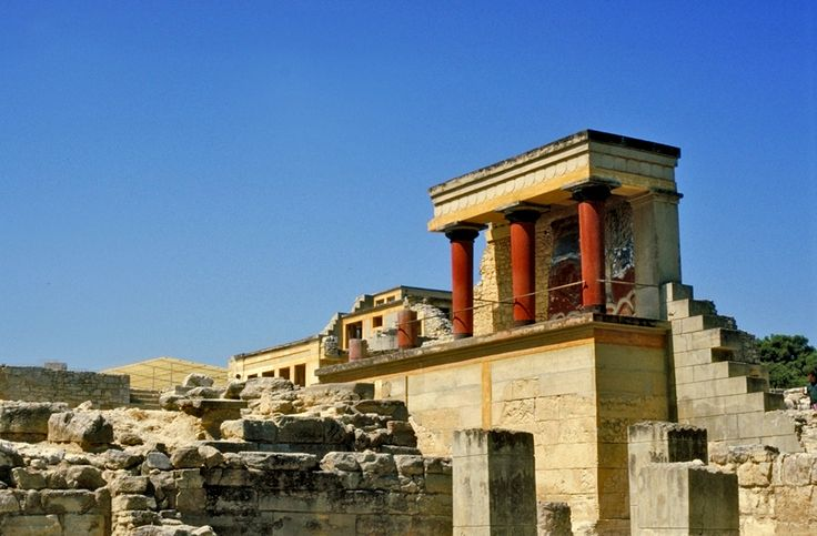 Palace of Knossos The Palace of Knossos is located in North Central Crete just south of the outskirts of Heraklion on the Kephala hill. The site …