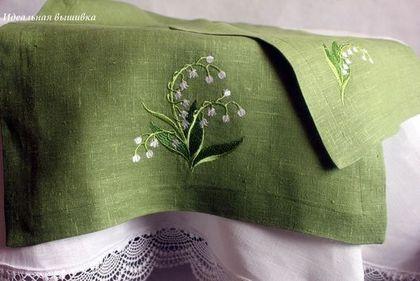 """Купить Комплект д/кофе """"Первые ландыши"""" зеленый - вышитая скатерть, льняная скатерть, идеальная вышивка"""
