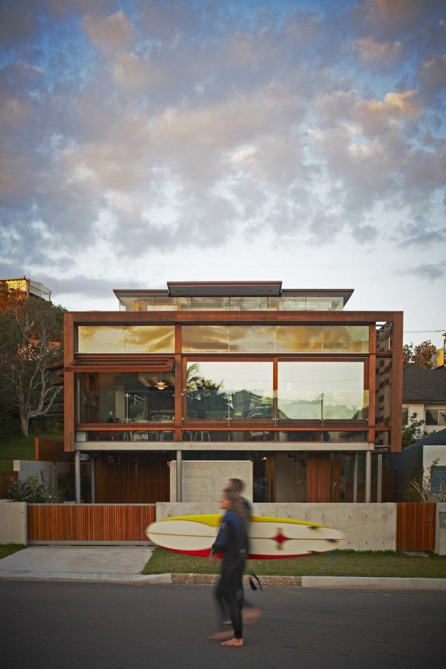 The Freshwater house: designed as a weathered timber crate | Designhunter - Australia's best architecture & design blog