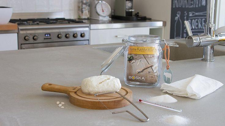 Das Mozzarella selber machen Set ist ein wundervolles Geschenk, für alle die gerne Käse und vor allem Mozzarella essen. Ein schönes DIY-Geschenk!