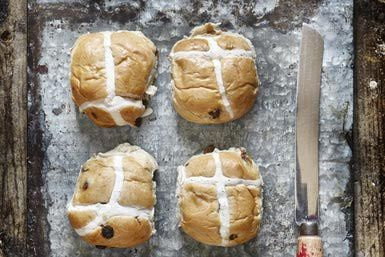 Hot cross buns - James Ross/Digital Vision/Getty Images