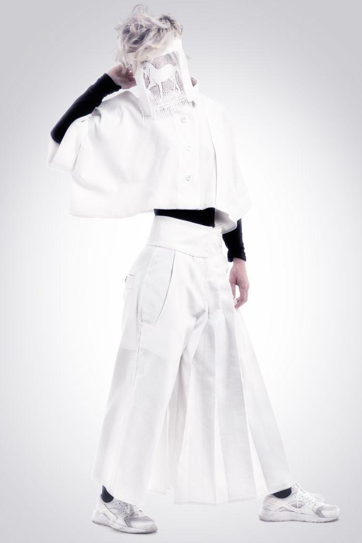 Realización de fotografías para la marca de diseño de ropa Hautchezpere. Chaqueta y pantalón mujer. Fotografía: Kinoki studio