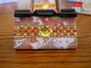 Blog Hoppin': Christmas Gift Ideas - ribbon & scrapbook decorated binder clips