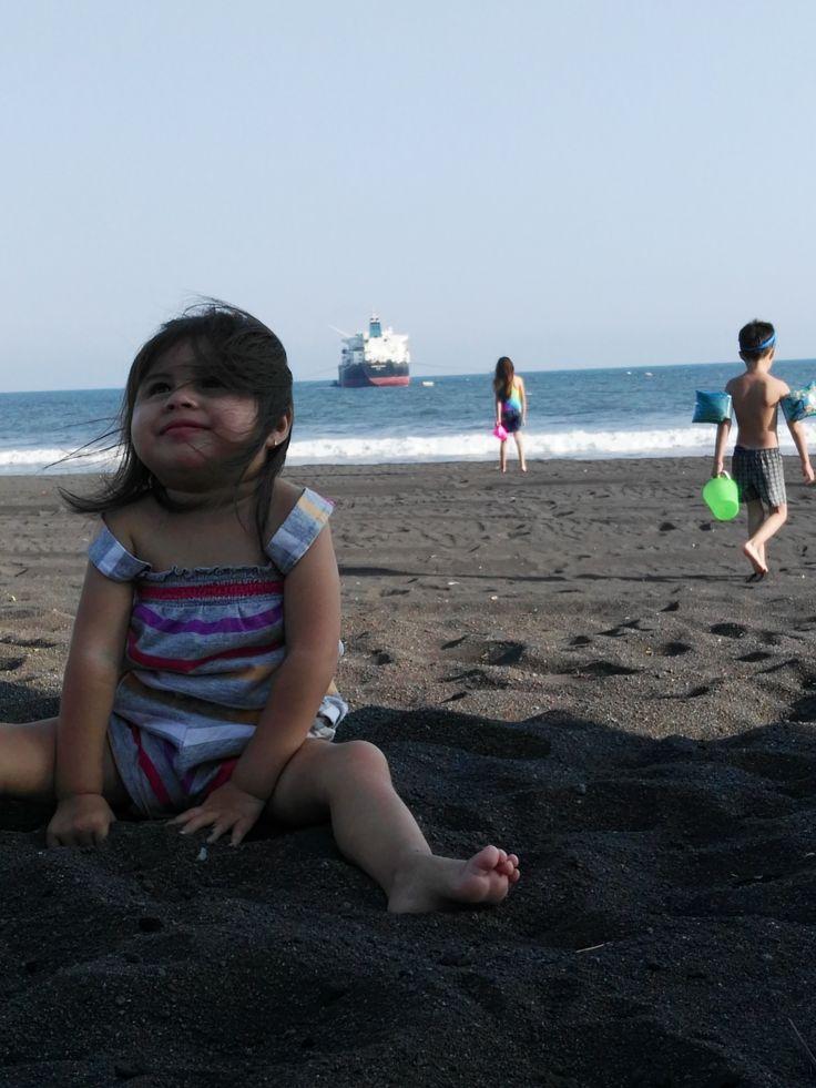 ella es mi hermana estamos en la playa en puerto san jose