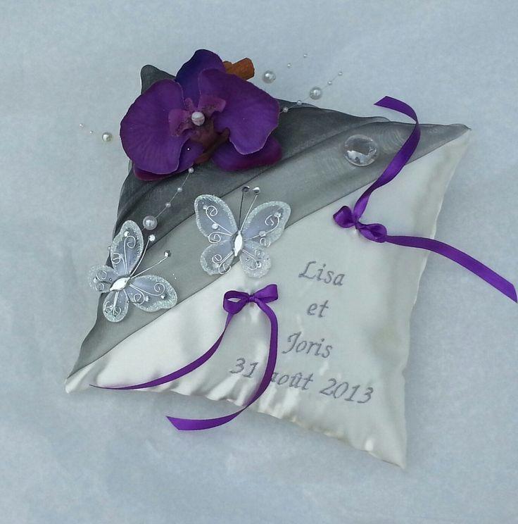 coussin porte alliance mariage gris violet orchidée papillons : Autres accessoires par saperlipopette-creations