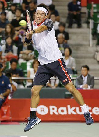 シングルス1回戦でバックハンドを放つ錦織圭=1日、東京・有明テニスの森公園 ▼1Oct2014時事通信|錦織、ドディグ下し2回戦へ=伊藤は8強ならず-楽天テニス http://www.jiji.com/jc/zc?k=201410/2014100100626 #Kei_Nishikori