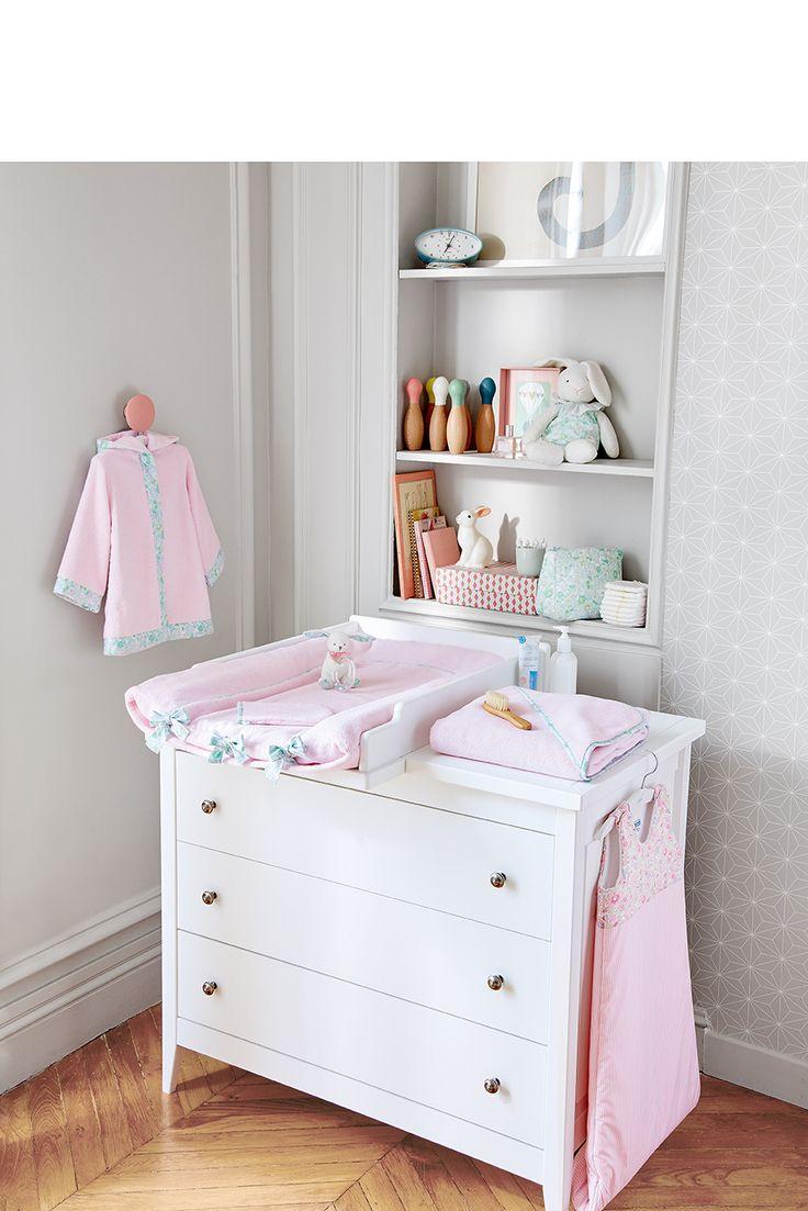 La chambre de bébé pour la toute petite. Collection Petit Matin rose et Liberty. Ligne de bain #jacadi #peignoir #bainbébé #doudou #tablealanger #doudou