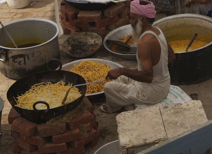 Indian Street Food Guide - Our Favorite Street Foods from India!!