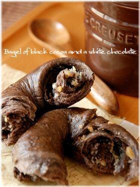 「ブラックココアとホワイトチョコのベーグル」いたるんるん   お菓子・パンのレシピや作り方【corecle*コレクル】