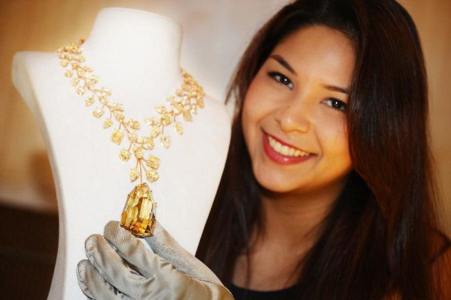 The most expensive and most beautiful diamond necklaces          Here is the…