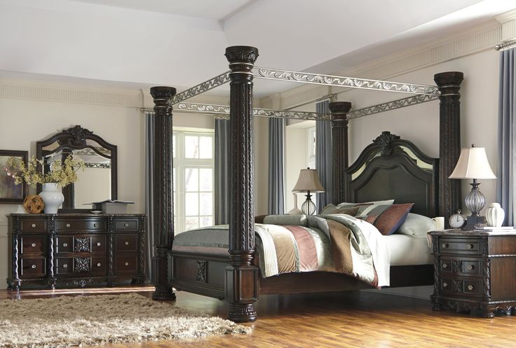 Laddenfield Classic Poster Bedroom Set In Dark Brown