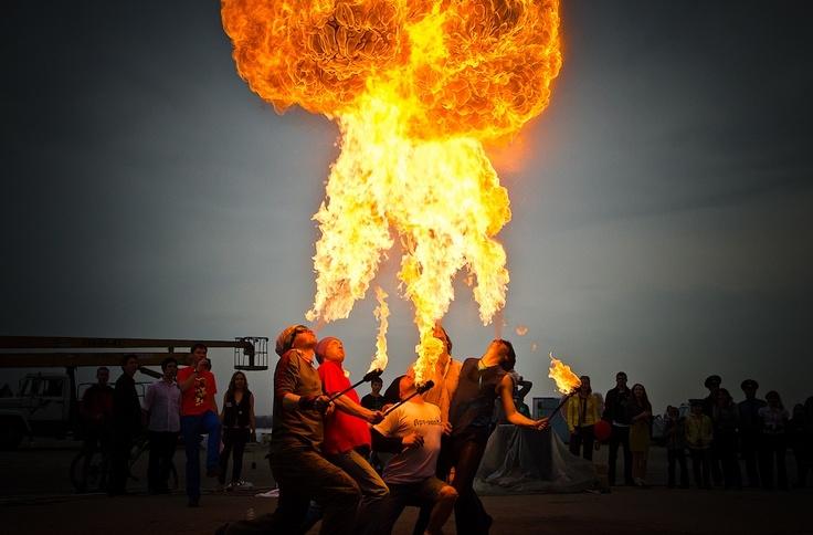 '겨울을 태워버리겠어!' 노브고로드 거리의 불쇼 http://russiainfo.co.kr/2406 봄맞이 행사가 한창인 러시아 고도시 노브고로드(노브고라드) 강가에서 벌어진 거리의 불쇼를 이미지로 만나보세요.