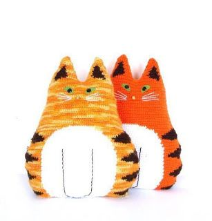 Tina's handicraft : cushion cat shape