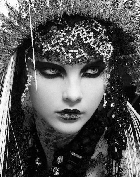 Fashion Beautiful, Dark Makeup, Costumes, Dark Eye, Wigs, Wolf Eye, Black, Gothic Fashion, Snow Queens