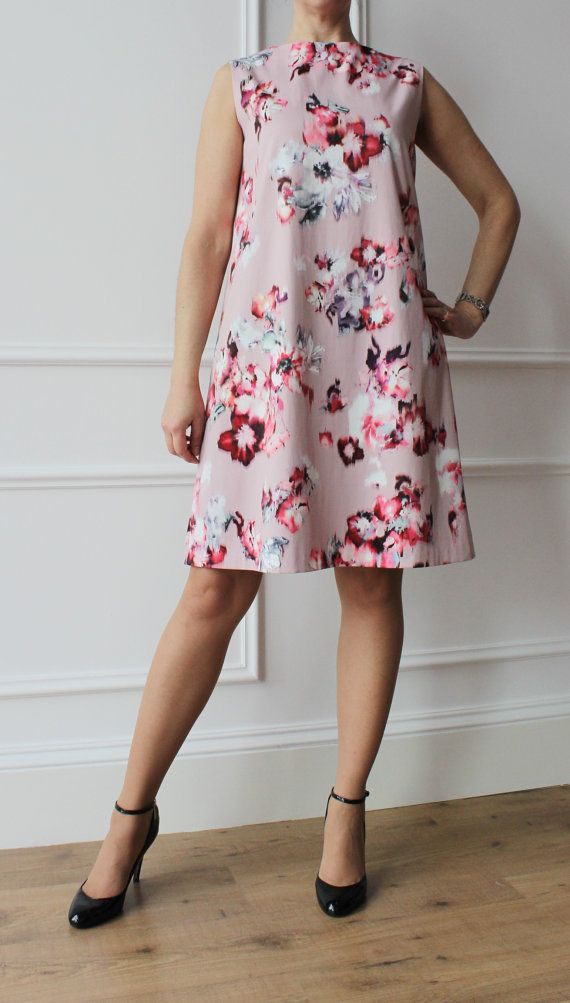 Abito floreale, abito elegante, abito svasato, abito cerimonia, abito anni 50 fashion style, abito a fantasia. By IrisAtelier #italiasmartteam #etsy
