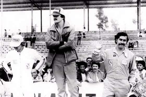 Pablo Emilio Escobar Gaviria. Así se llamaba el mayor narcotraficante de la Historia, el también catalogado por el almanaque mundial como el asesino civil más grande del siglo XX. En su día fue el hombre más temido, el más buscado y el séptimo más rico del mundo. Pero antes de ser 'El patrón del mal', 'Pablito' era reconocido por sus buenas manos al volante, y es que Escobar tenía u...