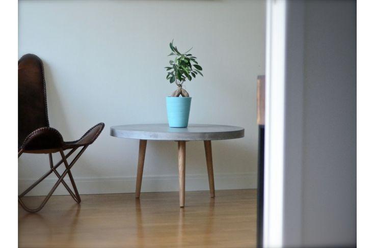 Betongbord SOHO är ett läckert och prisvärt soffbord på hjul. Ett stilrent och snyggt betongbord som går att använda både inomhus och utomhus. Stommen är armerad och förstärkt med glasfiber för att hålla vikten nere och ge bordet bättre hållbarhet. Ytan på bordet är slipad, polerad ochbearbetad i flera steg, vilket gör att ytan är …