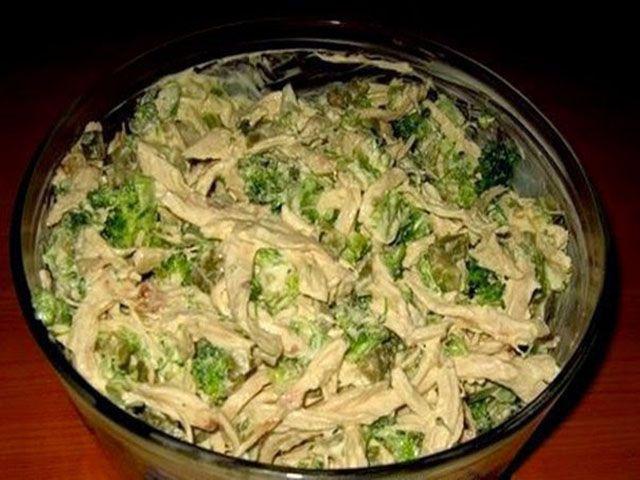 Этот салатик я в первый раз попробовала в кафе, он мне так понравился, что придя домой, я его тут же приготовила.  Ингредиенты:  Грудка к...