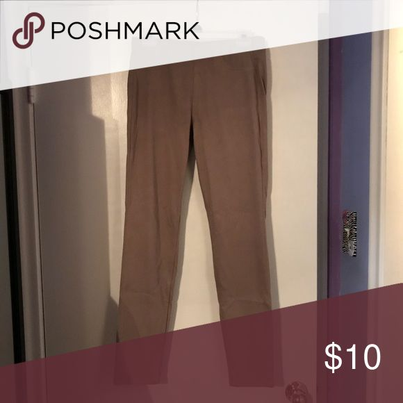 UNIQLO khaki jeggings! Stretchy and in very good shape! Uniqlo Pants