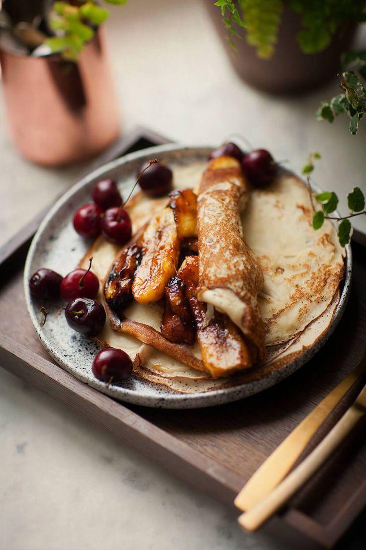 Naleśniki z karmelizowanymi bananami – White Plate