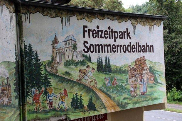 Freizeitpark Ibbenbüren - Deutschlands älteste Sommerrodelbahn http://www.breitengrad66.de/2016/09/08/freizeitpark-sommerrodelbahn-ibbenbueren/ #Freizeitpark #Rodeln #Rodelbahn #Deutschland #Sommerrodelbahn #Märchenwald