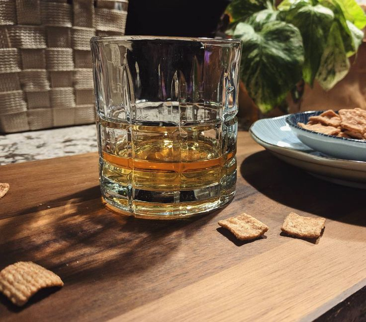 Enjoying a glass of @theauchentoshan's limited edition Bartender's Malt. A highly mixable single malt whisky that can be paired with anything even Cinnamon Toast Crunch! Created collaboratively in Glasgow by 12 innovative bartenders from around the world- led by Toronto's @oliverbstern.  #auchentoshan #bartendersmalt #singlemalt #scotch #whisky #cinnamontoastcrunch