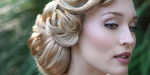 Tons de rosa e malva, cabelo vintage super trabalhado nas ondas. #cabeloscurtos #wedding #casamento #beleza