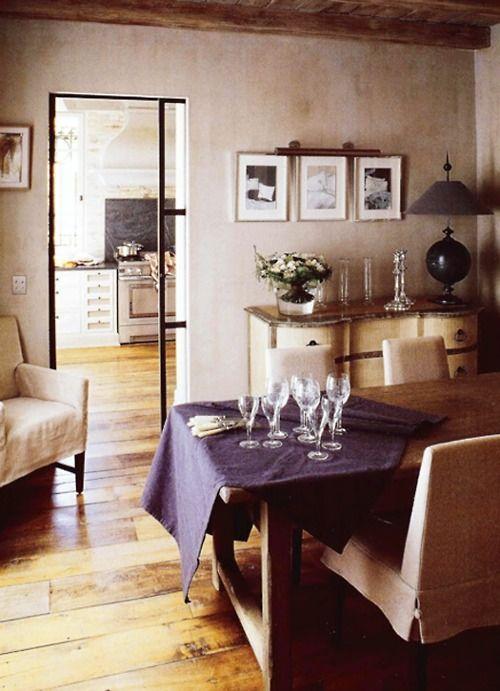 comedor vistas cocina con puerta corredera de cristal en carpintería de hierro negro