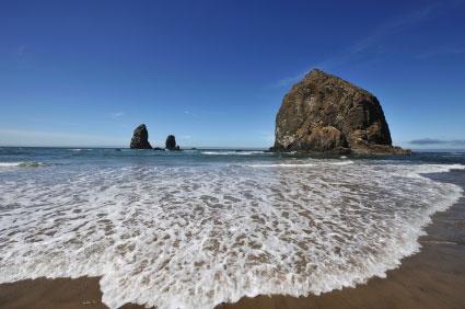 Cannon Beach, Oregon: Beaches Love, Cannon Beaches Haystacks, Favourite Pins, Favorite Places I Ve Visit, Beautiful Places, Oregon Coast, Cannon Beaches Oregon, Beaches 3, Families Favorite
